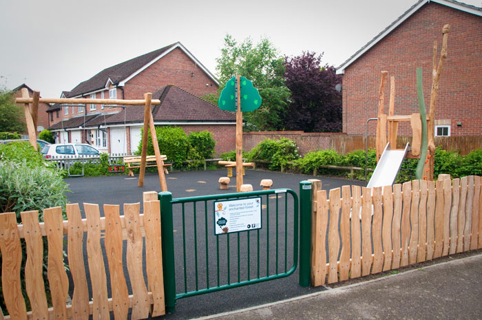 Ropeland Way Horsham - Robinia Playground Equipment Manufacturer Safety Surfacing Specialist West Sussex East Sussex Surrey Hampshire London